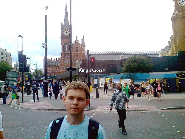 Волонтер ВГУЭС Юрий Папаха ждет открытия Паралимпиады в Лондоне