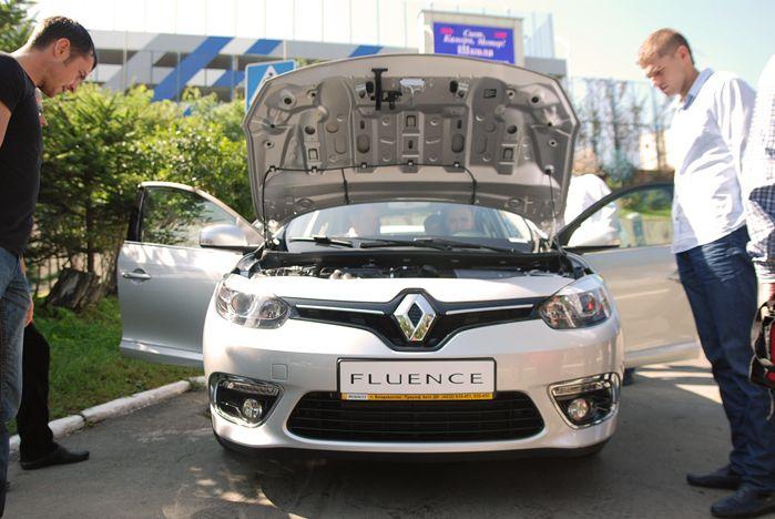 Официальный дилер Renault презентовал во ВГУЭС новый автомобиль