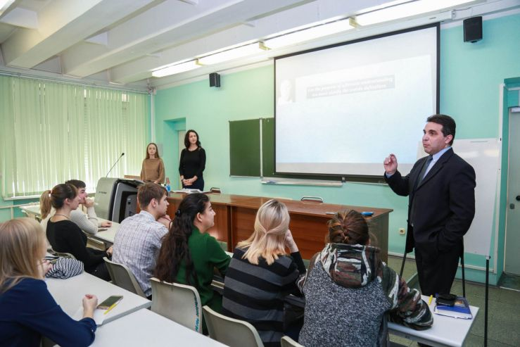 «Приглашённый спикер» вдохновил студентов ВГУЭС получать новые знания