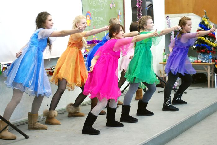 Культурологи ВГУЭС отметили праздник «необыкновенным новогодним концертом»