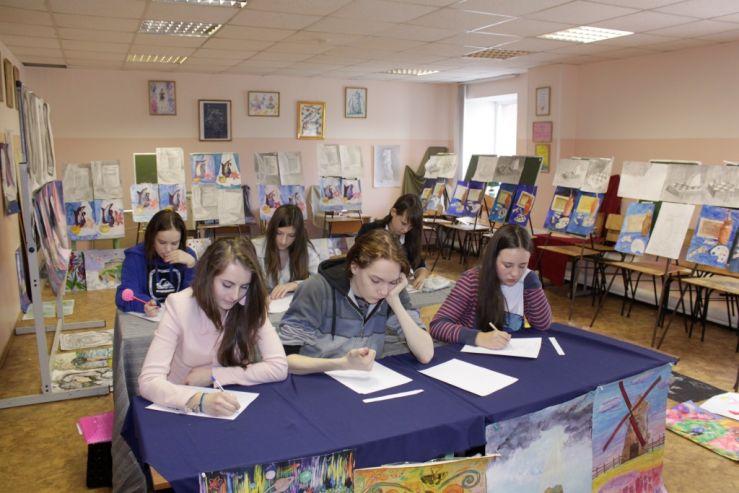 Юные художники ШИОД сдали выпускные экзамены