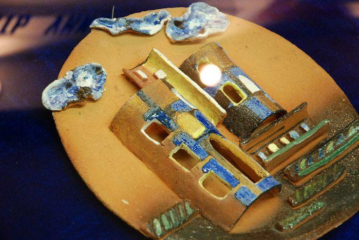 В музее ВГУЭС проходит выставка «АРТдизайн-керамика»