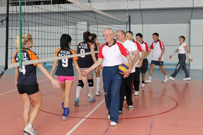 Волейбольный поединок студентов и преподавателей КСД ВГУЭС