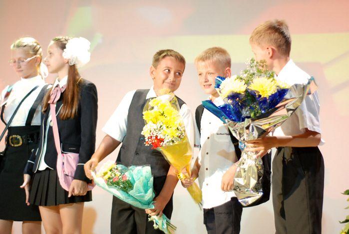 Начало учебного года в Академическом колледже ВГУЭС: праздничный концерт, новые ученики и студенты