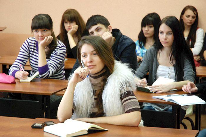 Первокурсники ВГУЭС обсудили последствия вступления страны в ВТО