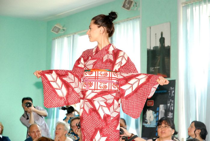 Показ традиционной японской одежды юката прошёл 18 июня во ВГУЭС