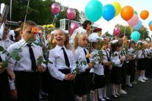 Путин поручил Медведеву рассмотреть вопрос о переносе начала учебного года