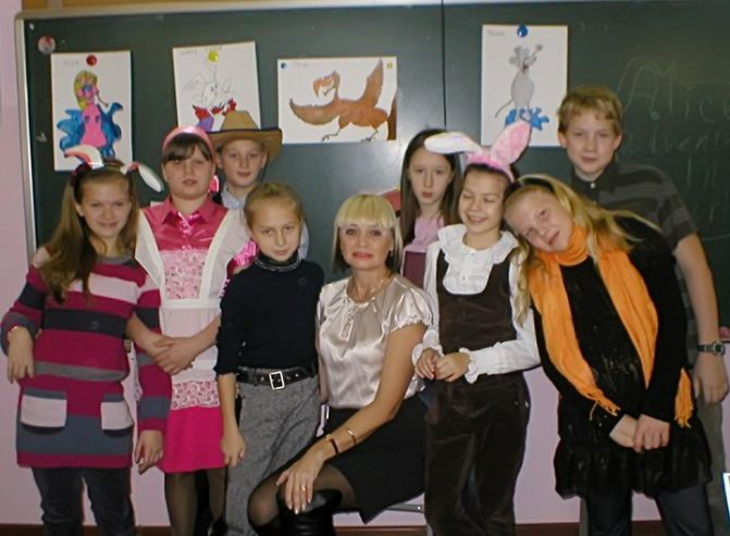 Ученики Академического колледжа ВГУЭС сыграли пьесу «Алиса в стране чудес» на английском языке