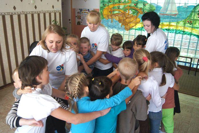 Волонтеры ВГУЭС помогли собраться в школу