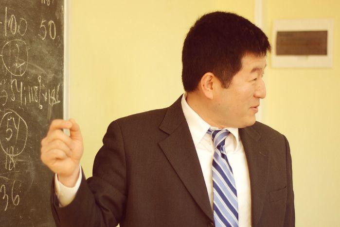 Американский консул рассказал студентам о межкультурных коммуникациях