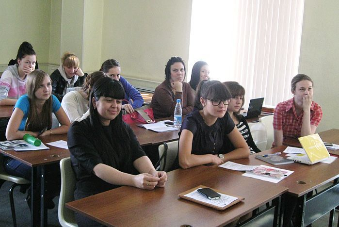 Перед студентами 2-го курса специальности