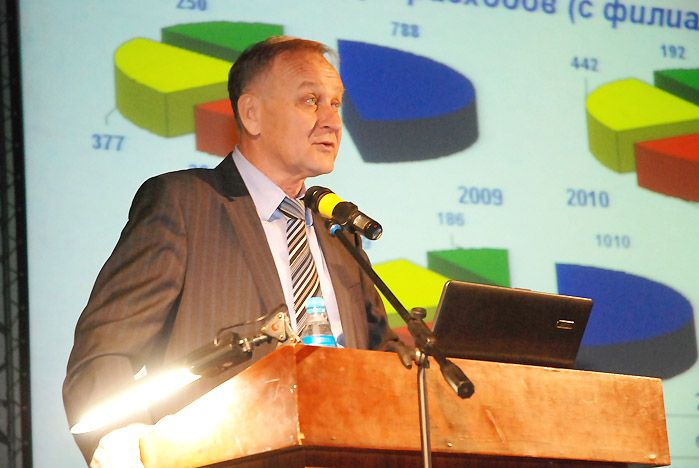 На конференции трудового коллектива ВГУЭС ректор Геннадий Лазарев определил задачи на 2011 год