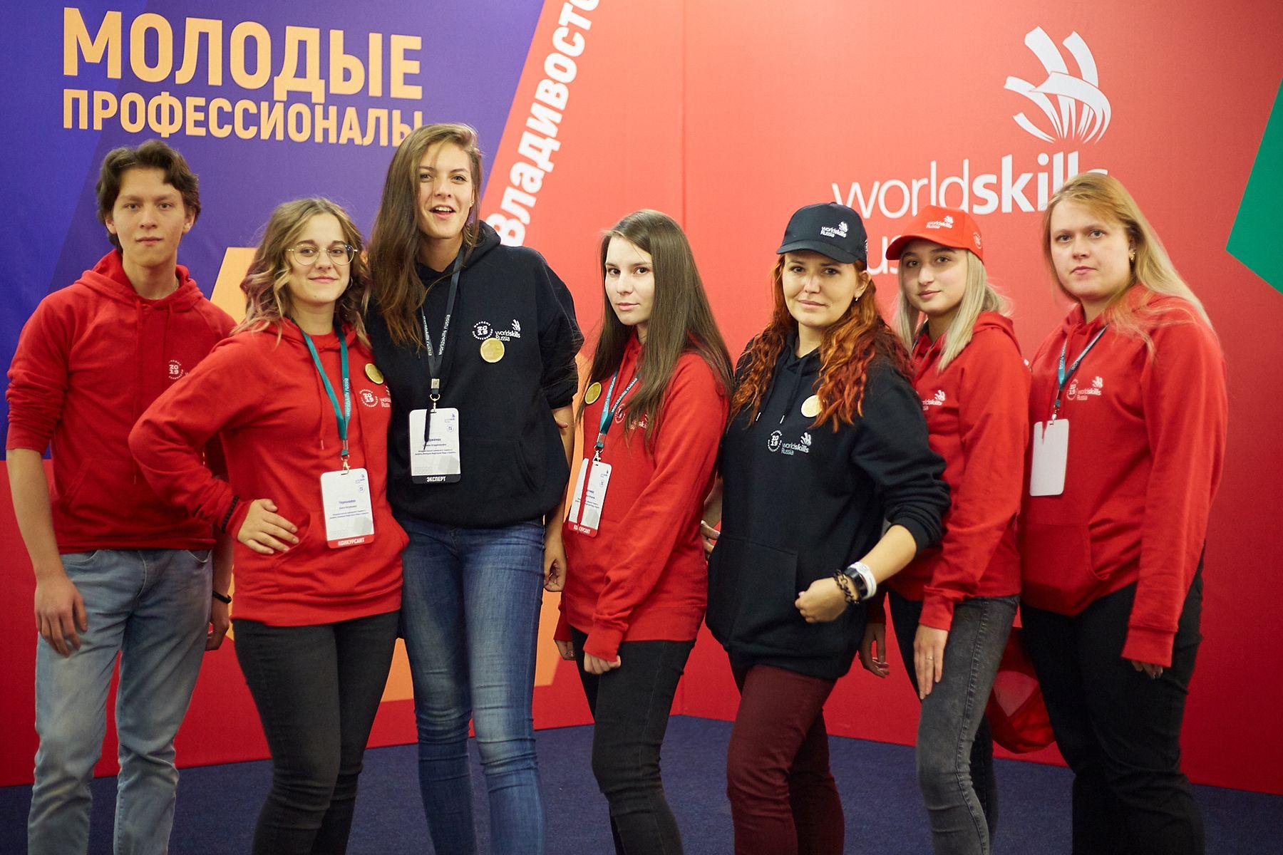 Призеры ВГУЭС V Открытого регионального чемпионата «Молодые профессионалы»: юниоры и серебряные медалисты