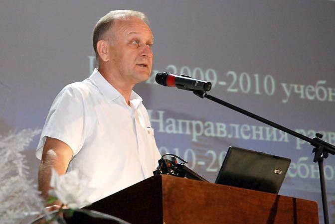 В театре «Андеграунд» состоялся отчет ректора ВГУЭС за прошедший учебный год. Трудовым коллективом одобрена стратегия развития университета на ближайшее время.