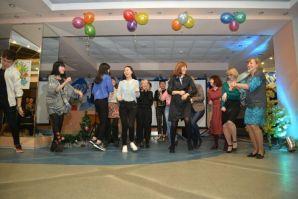 符大外国语学院老师和留学生共同庆祝新年
