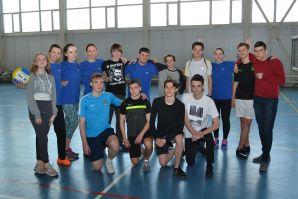 Ученики vs Учителя...Дружеский матч по волейболу прошел в ШИОД