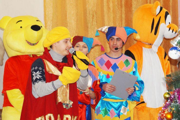 Волонтеры филиала подарили Новогодний праздник воспитанникам коррекционной школы – интерната для детей сирот г. Артема и детям с ограниченными возможностями в обществе инвалидов.