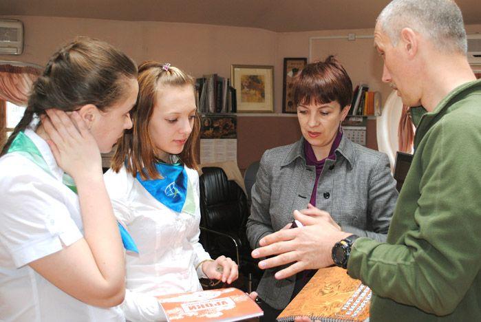 Ученицы ШИОД знают, как помочь краснокнижным животным Приморья