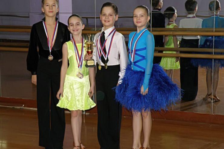 Лицеисты ВГУЭС победили в региональном конкурсе спортивного бального танца