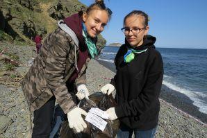 Волонтеры ШИОД и Приморский океанариум провели мониторинг морского мусора на побережье полуострова Житкова