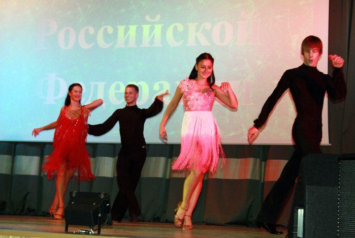 Студенты ВГУЭС поздравили таможенников с профессиональным праздником