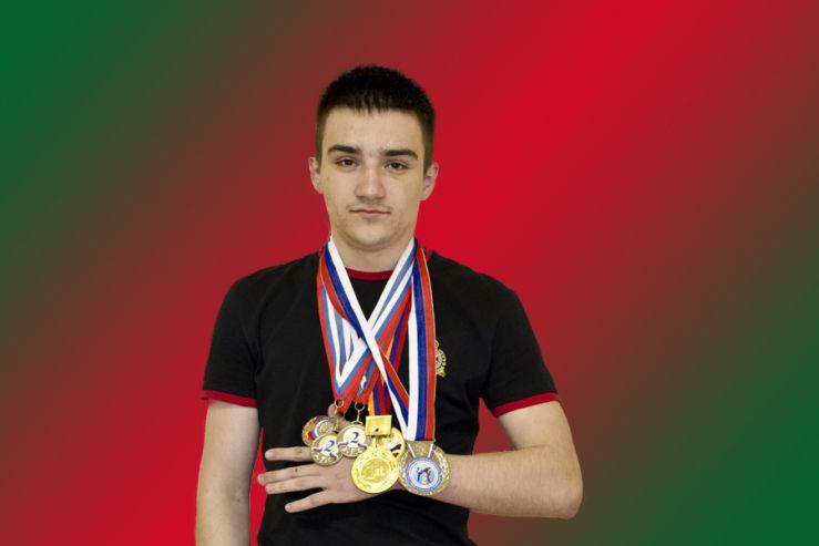 Поздравляем Саргсян Владимира, ученика 11В класса Академического колледжа ВГУЭС, победителя открытого первенства г. Владивостока по кудо