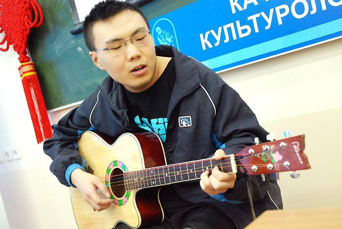 На профильных сменах во ВГУЭС школьники постигают азы китайского языка