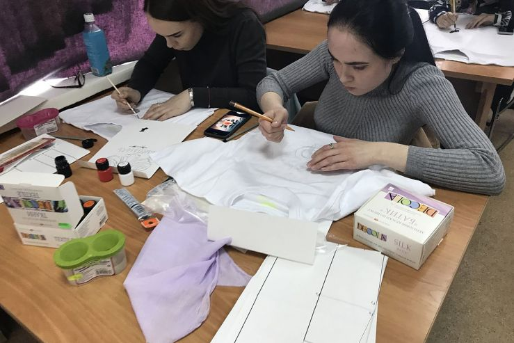 Юные владивостокцы попробовали себя в роли дизайнеров футболок