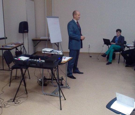 24 октября 2013 года в Инновационном бизнес-инкубаторе ВГУЭС состоял мастер-класс «Семь секретов первой продажи».