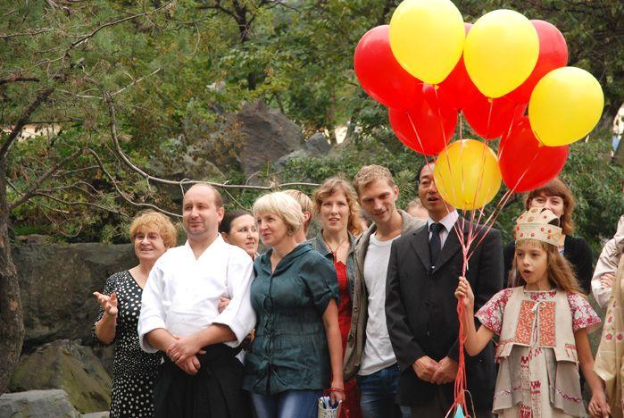 В честь 10-летия со дня создания сада дружбы Тояма-Владивосток в небо выпущены журавлики