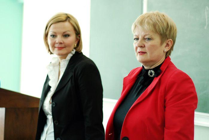 Будущие экономисты и менеджеры задали вопросы специалисту компании ЭмблемХэлс (США) Юлии Филичевой