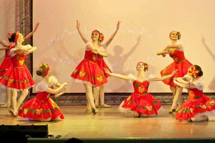 Высокое исполнительское мастерство юных танцовщиц Школы-интерната ВГУЭС отмечено дипломом губернатора края