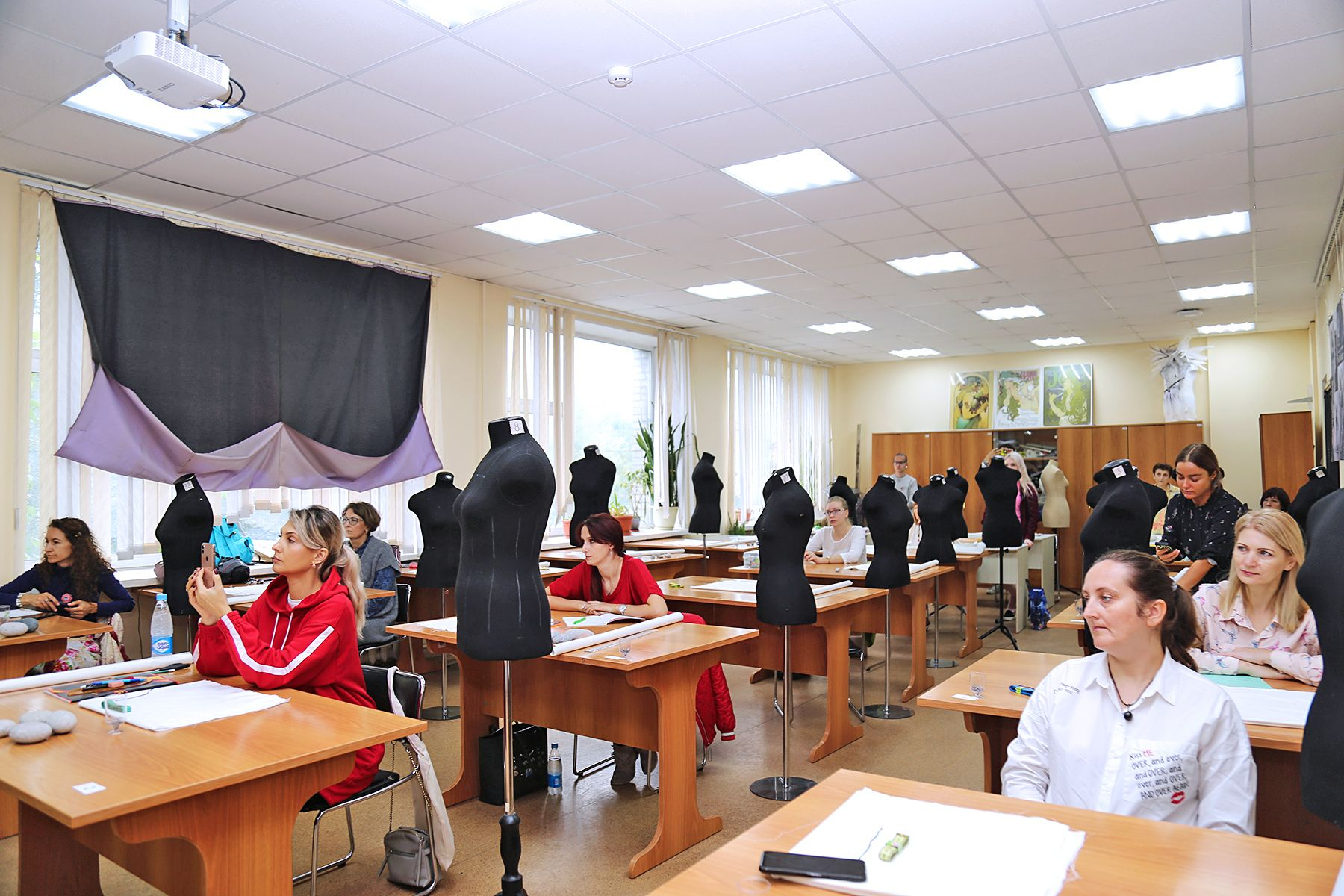 Международный интенсив по макетированию одежды в Институте сервиса, моды и дизайна ВГУЭС открылся мастер-классом профессора Института моды города Осака (Япония), г-жи Ямамото