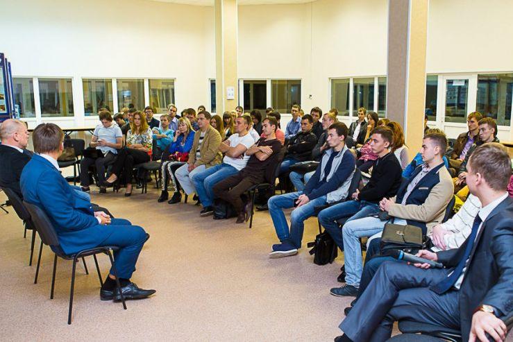 30 сентября 2013 года в Инновационном бизнес-инкубаторе ВГУЭС прошла очередная встреча Клуба молодых предпринимателей Приморского края.