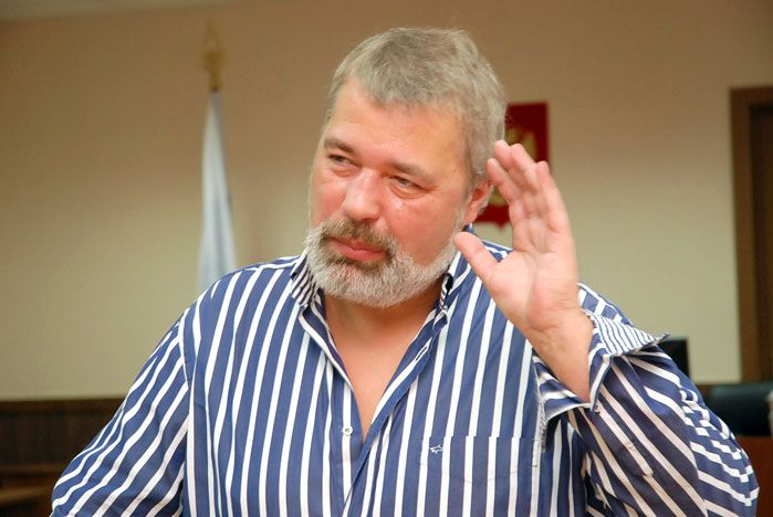 Студенты-политологи ВГУЭС дискутируют с главным редактором «Новой газеты» Дмитрием Муратовым