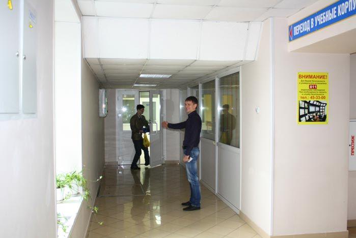 Проходим в переход между учебным корпусом №3 и Корпусом №6