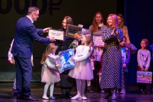 Творческая семья учениц ШИОД заняла гран-при на конкурсе Мама, папа, я - театральная семья!