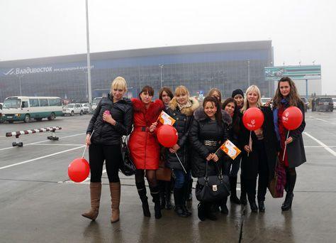 Студенты филиала приняли участие в торжественной церемонии встречи Факела с олимпийским огнем в аэропорту Владивостока.