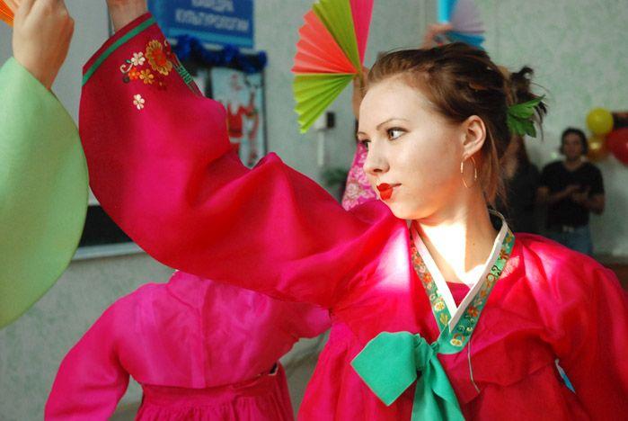 Культурологи ВГУЭС открыли сезон новогодних вечеров