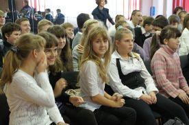 Ученики школы №40 обсуждают ответы на вопросы викторины