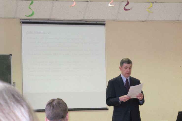 Студенты ВГУЭС работали в качестве переводчиков на лекциях американского юриста Джозефа Шорера