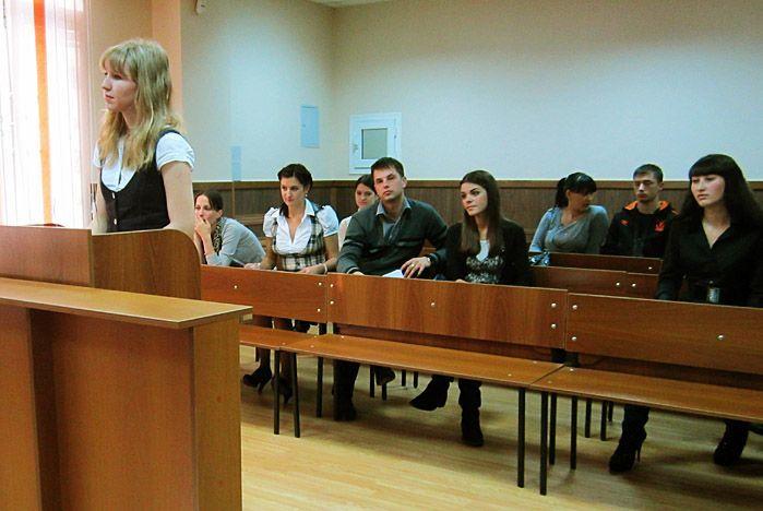 Юристы ИПУ защитили отчёты по преддипломной практике