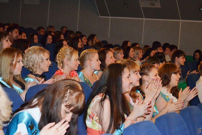 Выпускникам Академического колледжа ВГУЭС вручили дипломы