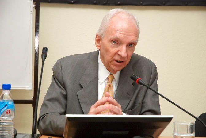 Юрист из Техаса рассказал студентам Института права и управления ВГУЭС о том, как оформляются сделки в США