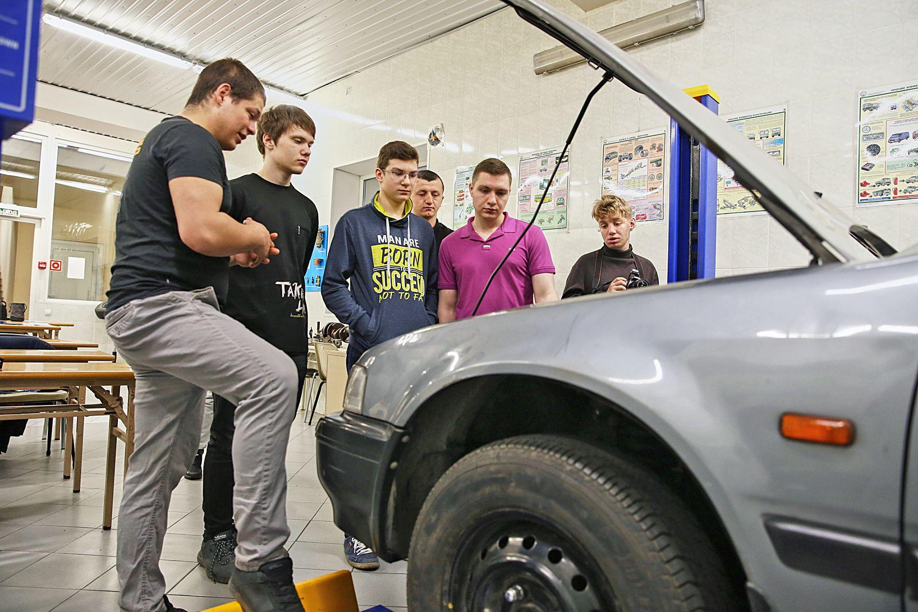 Автомобильные субботы ВГУЭС: старшеклассников Владивостока учат диагностике и техническому контролю транспортных средств