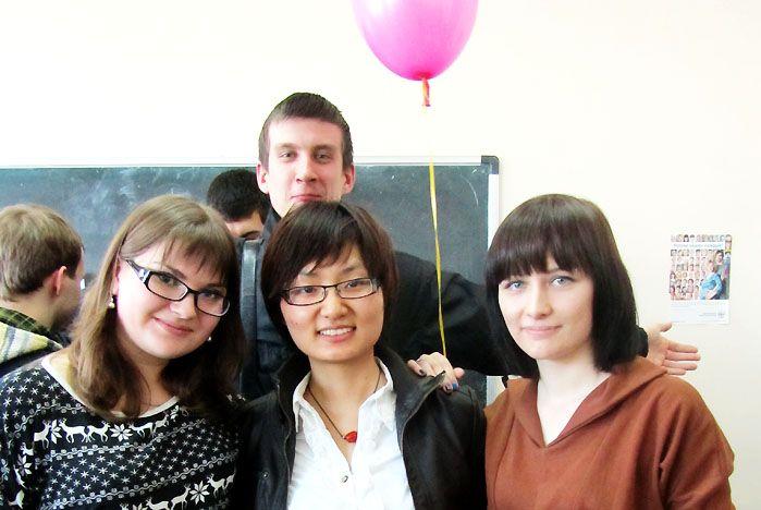 Китайские студенты ВГУЭС читают Льва Толстого, а русские – известных китайских поэтов