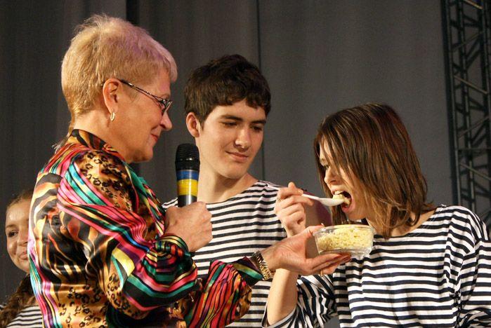 Лицеистов и студентов Академического колледжа ВГУЭС угощали «студенческой кашей»