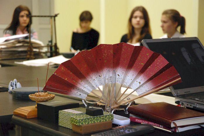 Учащиеся из гимназии №2 г. Владивостока побывали в Центре изящных искусств Востока