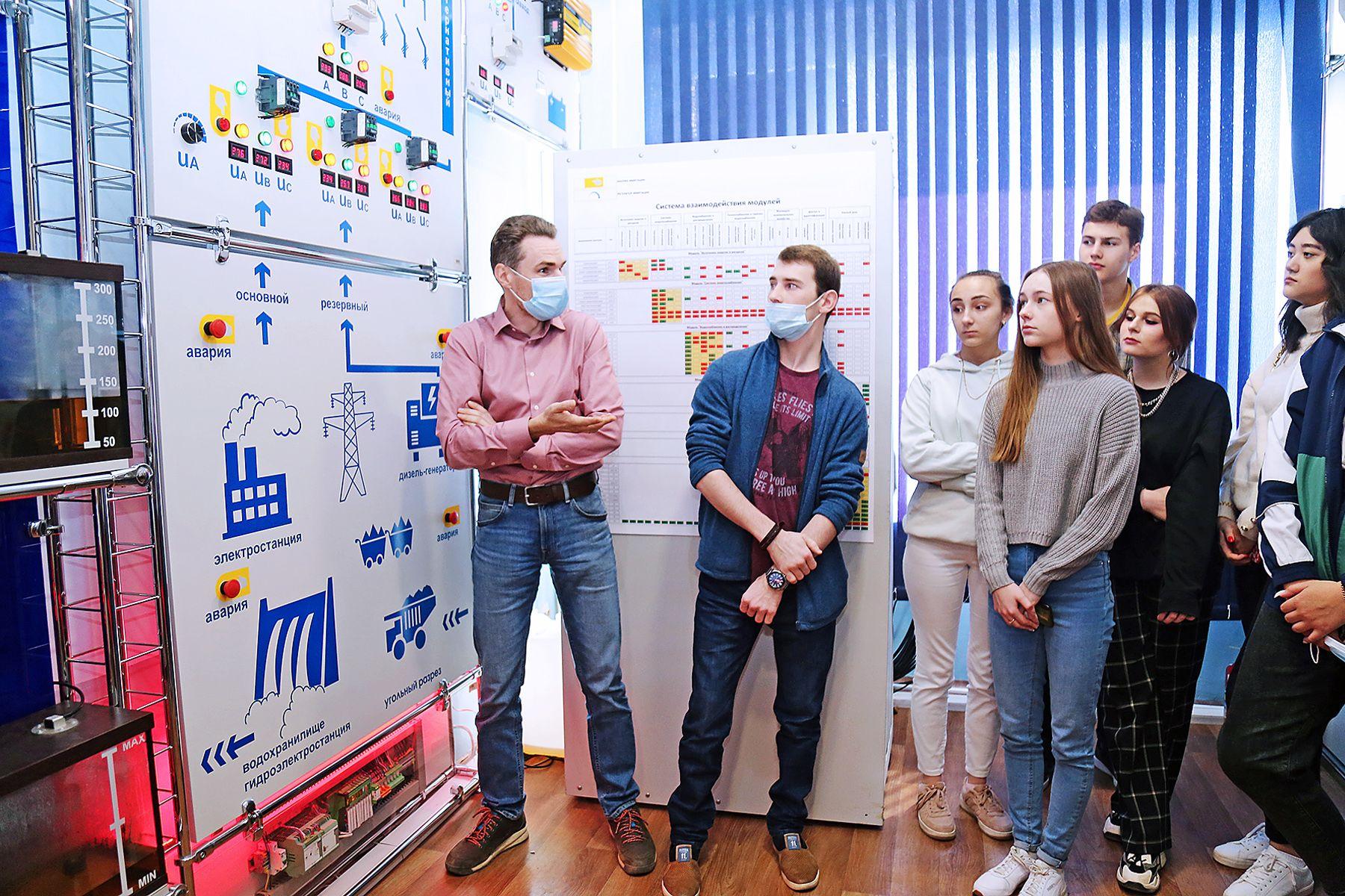 Прогулка среди облаков: старшеклассники региона тестируют возможности лабораторий ВГУЭС