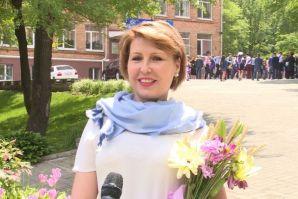 Ректор ВГУЭС Татьяна Терентьева поздравляет выпускников с праздником последнего звонка